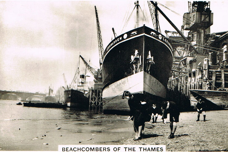 Beachcombers of the Thames